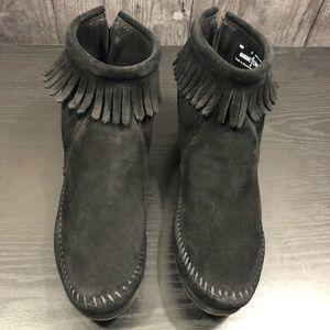 Minnetonka Moccasin Suede Fringe Ankle Boots Black